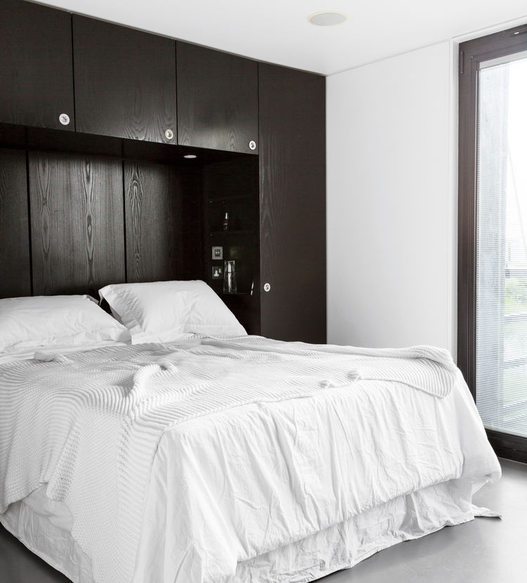 elevated deckhouse in england bedroom