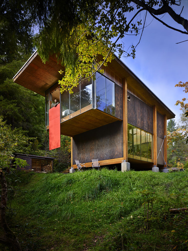 exterior of a modern compact house in washington