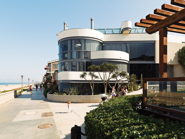 renovated Ray Kappe bungalow in Manhattan Beach exterior facade