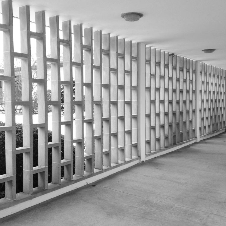 Brandeis University midcentury architecture travel tour Harrison & Abramovitz concrete fence screen