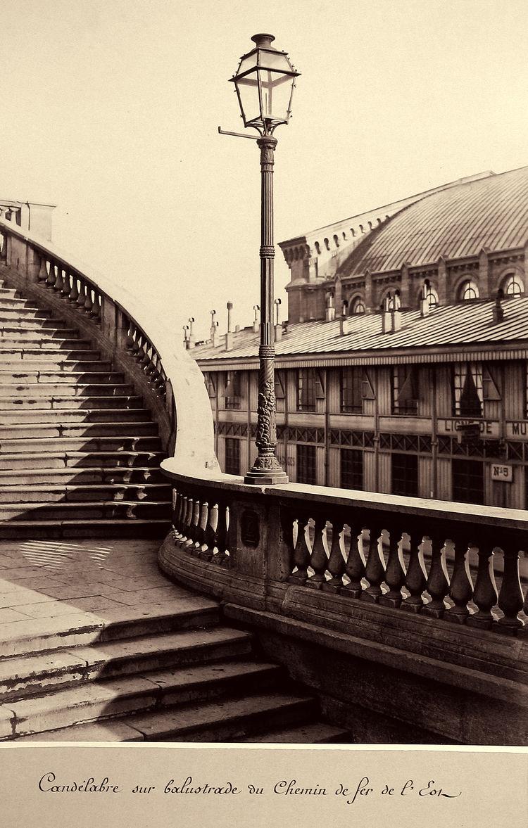 Charles Marville -- Candelabre sur balustrade du Chemin de fer de l'Est, 1865-69