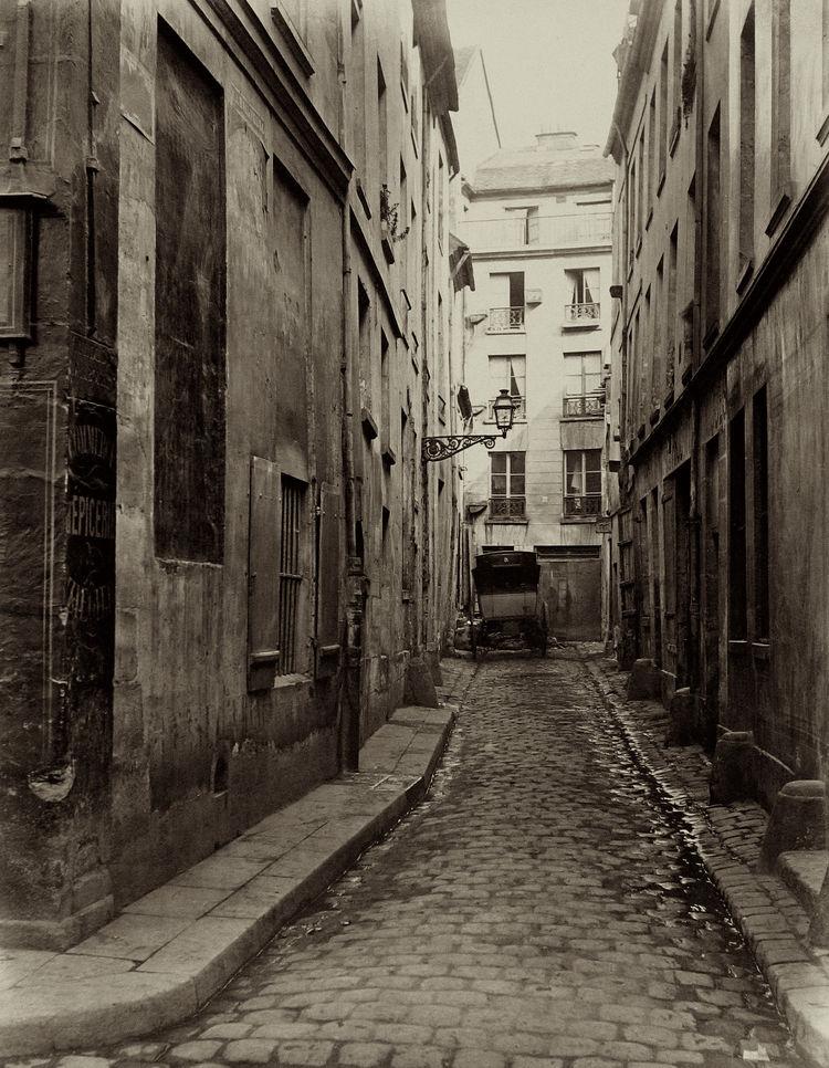 Charles Marville -- Cul-de-sac d'Amboise de la rue du Haut-Pave, 1865-1869