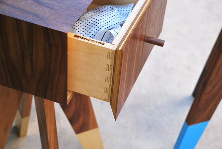 detail side table