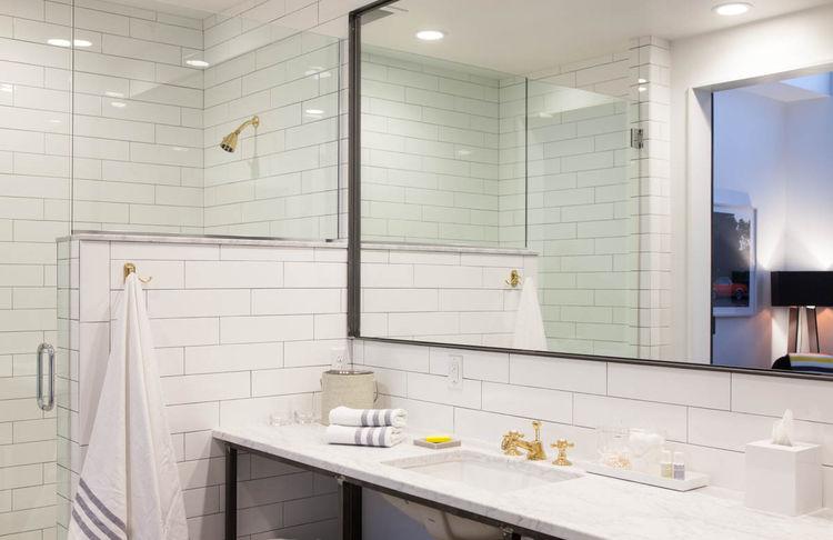 404 Nashville bathroom interior