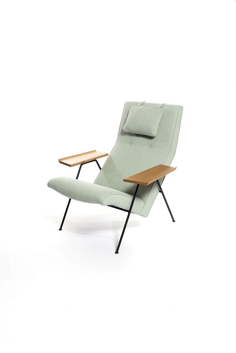 Robin Day Reclining Chair: Manufactured by twentytwentyone