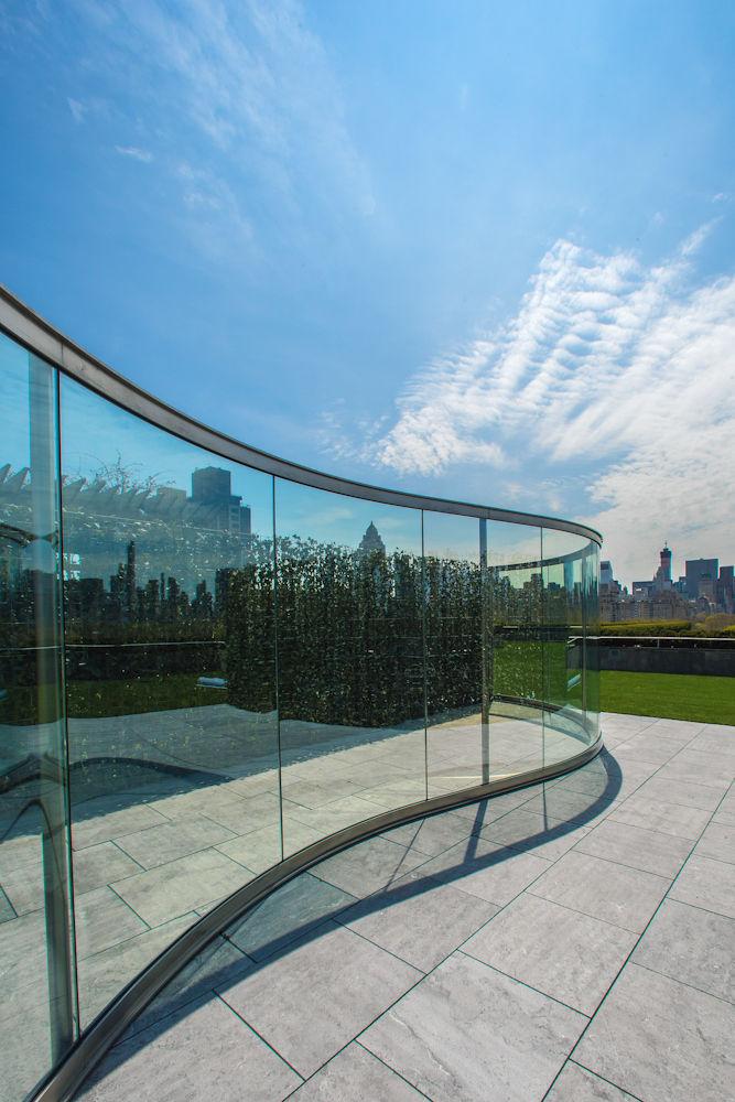 metropolitan museum rooftop dan graham glass wall curved