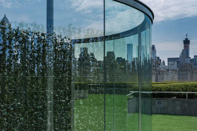 metropolitan museum rooftop dan graham glass wall curved reflection