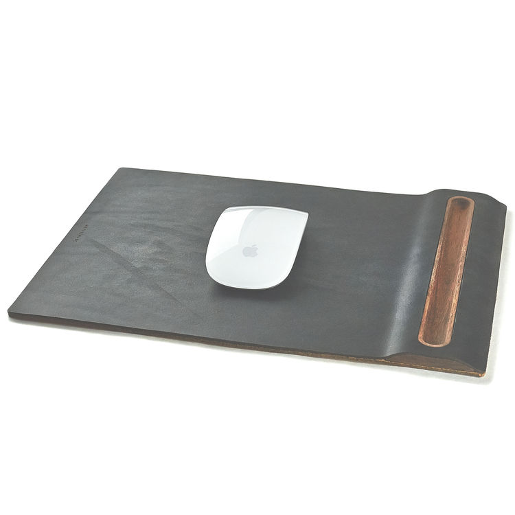 Mousepad in walnut wood and black leather