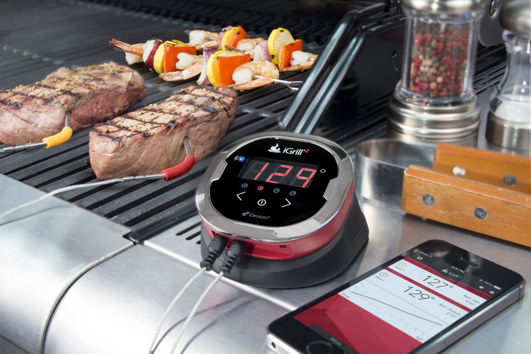 iGrill2 meat probe on grill with smartphone app
