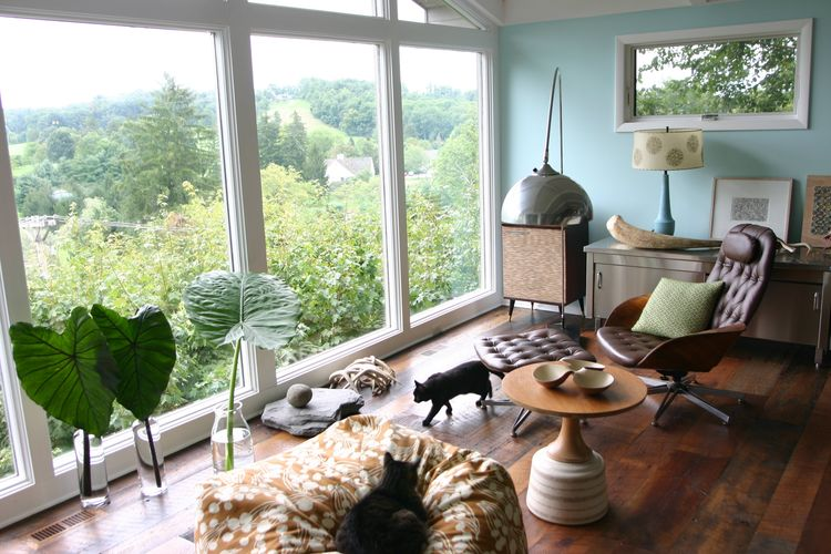Amy Butler midcentury modern house tour in Ohio includes a Plycraft chair in brown leather.