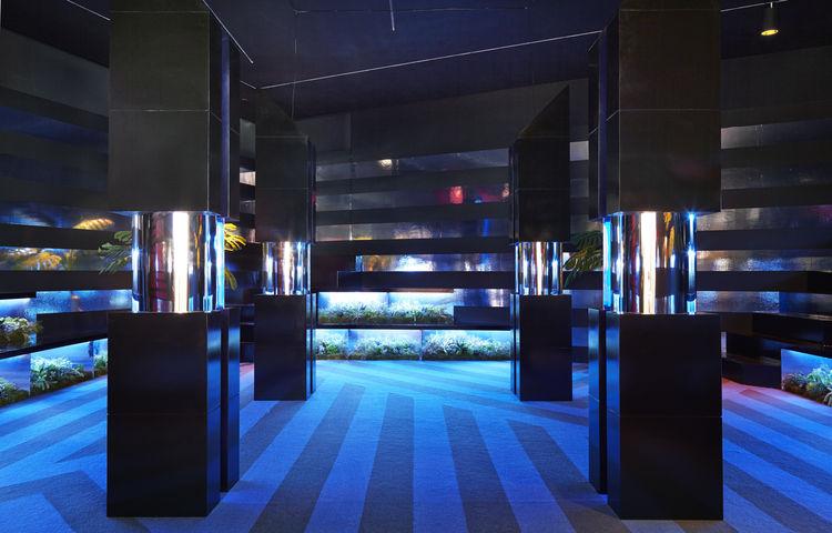 Pop-up immersive nightclub by Rafael de Cárdenas