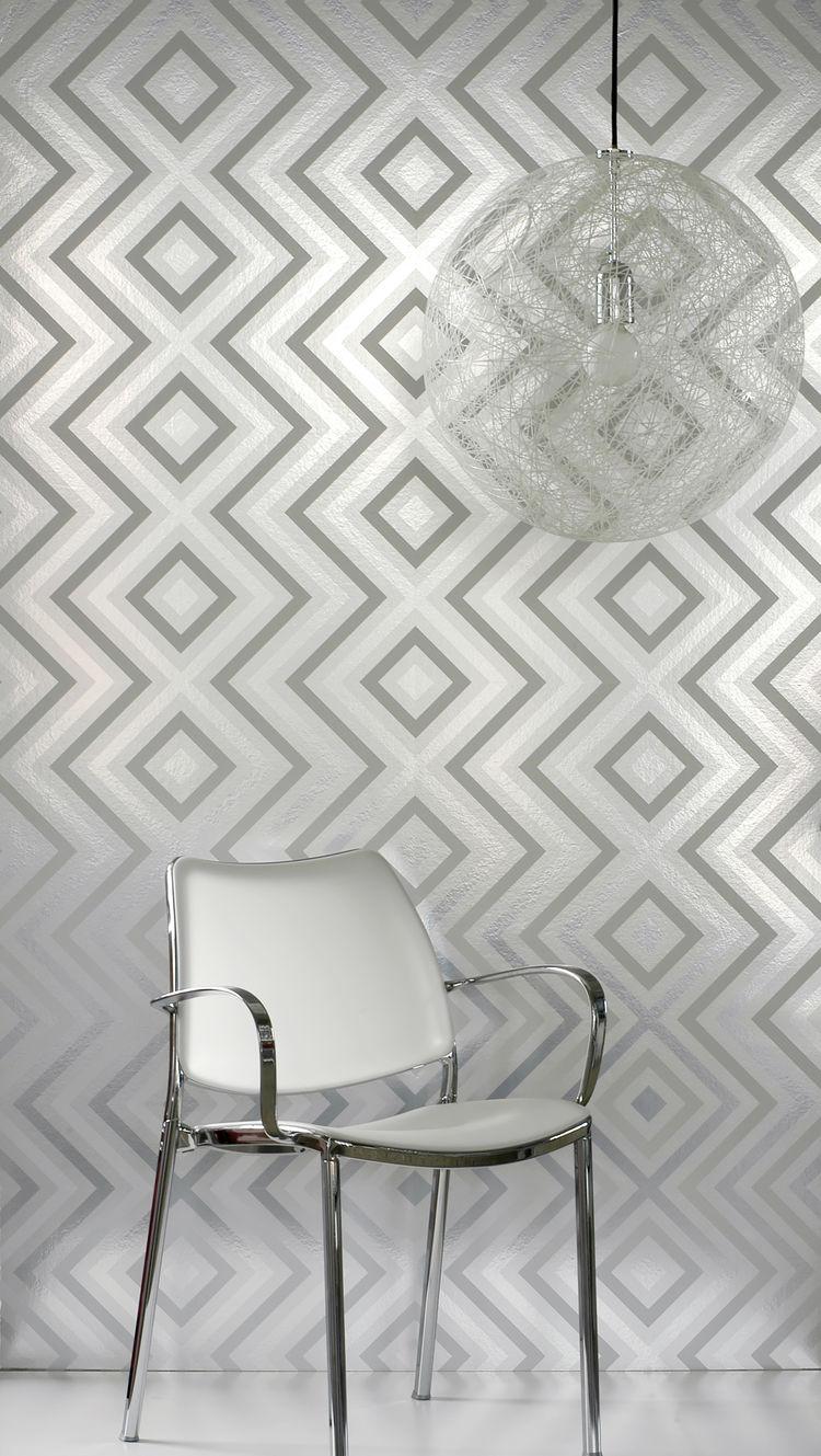 Metallic silver diamond shaped wallpaper