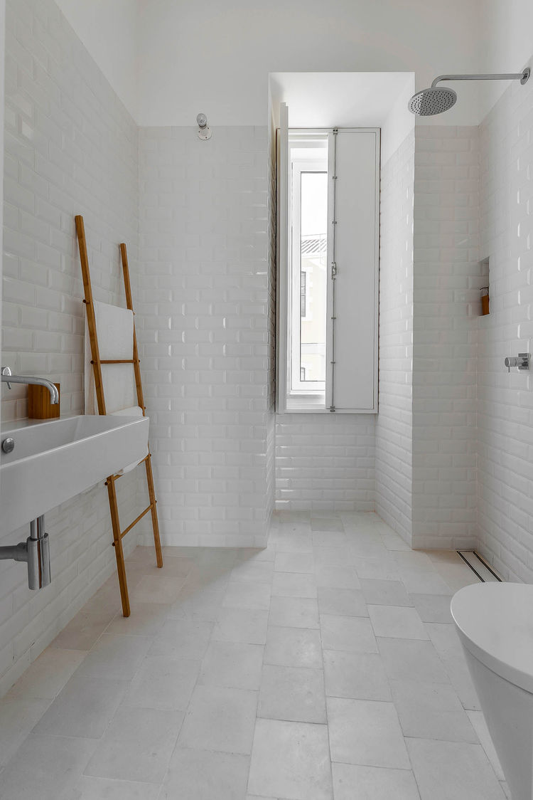 Casa Na white tiled bathroom
