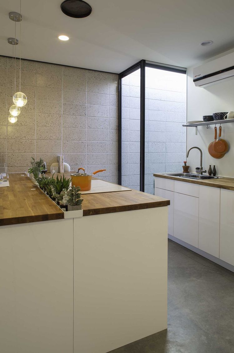 Phoenix small apartment with multifunctional island