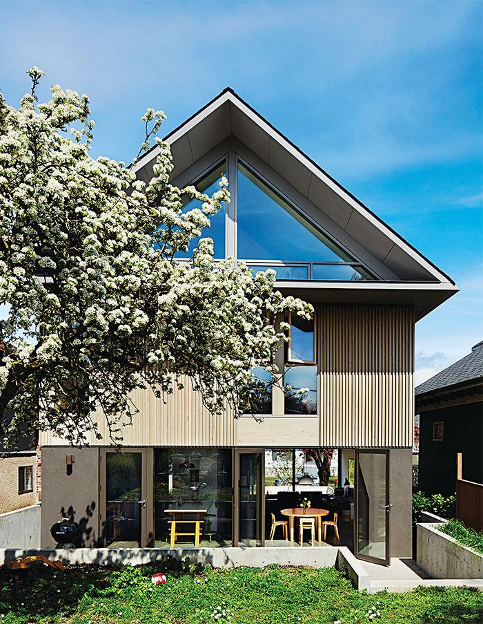 Simple backyard outside a modern Vancouver home