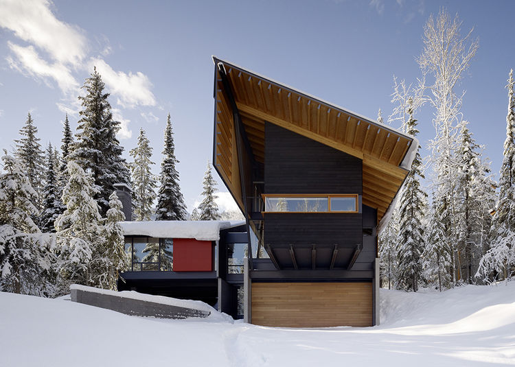 Modern ski weekend home with Douglas Fir cedar facade