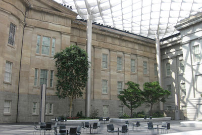 smithsonian kogod courtyard tables chairs