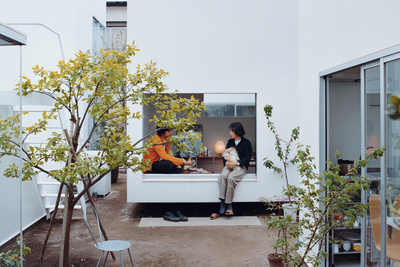 moriyama house courtyard portrait