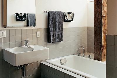 goodman residence bathroom