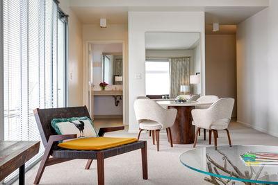 21c hotel bentonville room suite chair