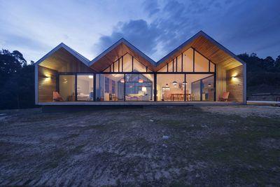 lookout house glass facade exterior
