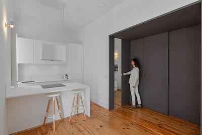 casa na kitchen gray sliding wall