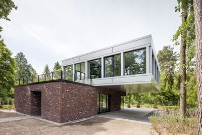 villa potsdam cantilevered two story structure