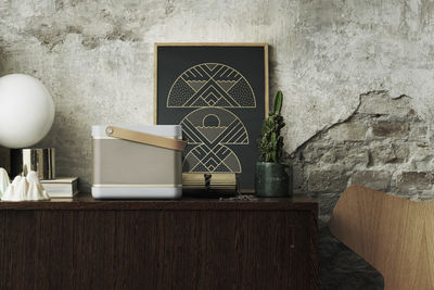 Wireless bluetooth speaker with leather strap
