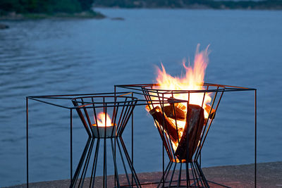 Black lacquered steel fire basket
