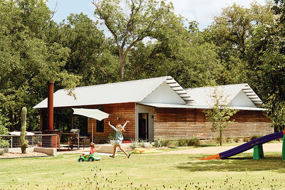 Modular Texas home facade and yard