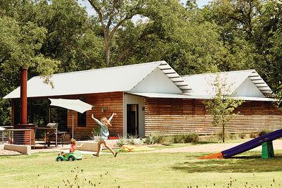 Modular Texas home facade and yard.