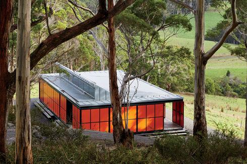 Off-the-grid prefab in pristine Tasmanian landscape by Misho+Associates.