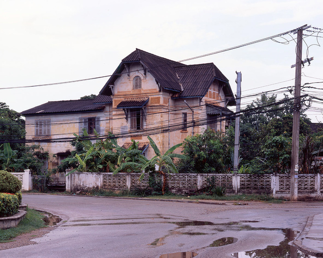 These colonial houses are around the old center of town. They were originally residential houses built between 1914 and 1930 for the French colonial officials and administrators. The French brought Vietnamese masons and carpenters since they were already