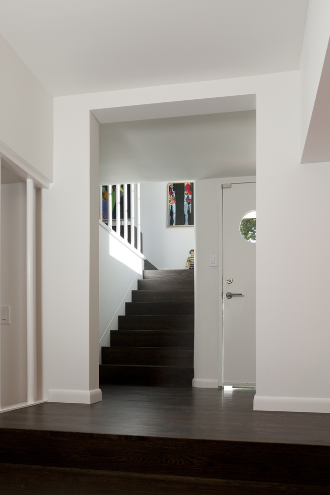 "The entrance, its front door accented by a porthole window, leads to stairways down to the media room and up to the living room and bedrooms. Photo by <a href=""http://mikegraffigna.com/"">Mike Graffigna</a>"