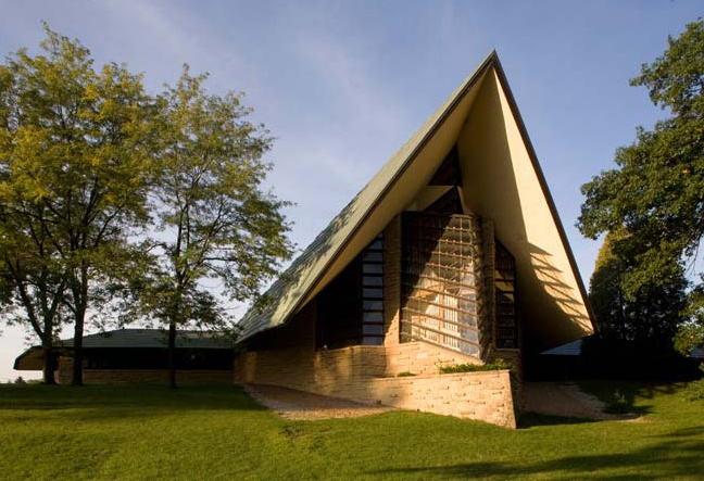 The Unitarian Meeting House in Madison, Wisconsin, built by Frank Lloyd Wright in 1951. Image © The Kubala Washatko Architects, Inc.