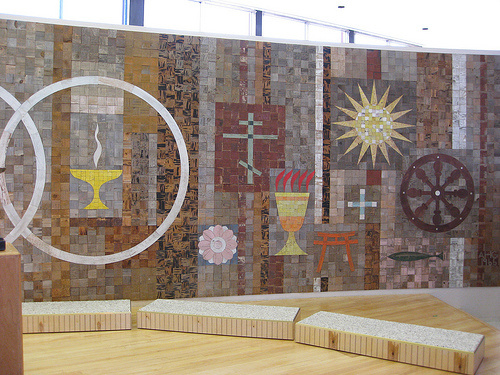 "A mural created by Alexander Girard for The First Unitarian Church in Albuquerque, New Mexico. Image courtesy Flicker user <a href=""http://www.flickr.com/photos/paulinacha"">Paulinacha</a>."