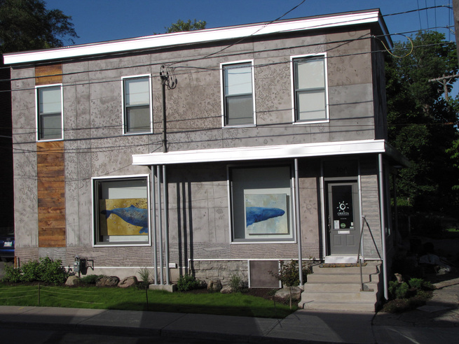 The main street elevation holds the entrance to the cosmetics confectionary, which exhibits a whale diptych by Griffin in the windows. The artist dedicated this side of the building to the air, and carved a flock of birds flying.