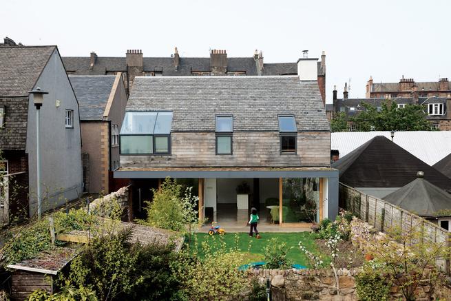 Back façade with Scottish oak and black aluminum cladding