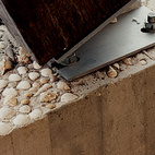 The concrete bases of the mooring posts are decorated with seashells.