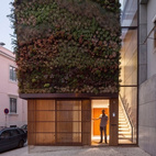 No need for any home fresheners—apparently the sweet, earthy aroma from the over 4,500 plants and counting living wall façade of this mysterious home in Lisbon, Portugal makes its way indoors. Via No Ordinary Homes.