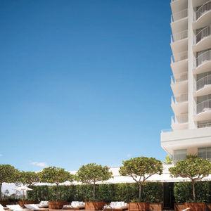 Modern Honolulu Hotel Pool