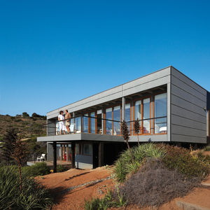 Modern sustainable house by the beach