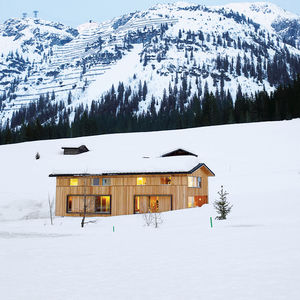 best in snow house exterior with mountian