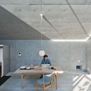 open plan concrete home in japan