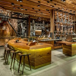 starbucks reserve roastery and tasting room main bar