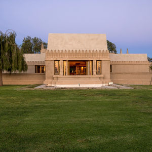 frank lloyd wright hollyhock house exterior long