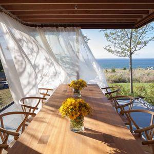 massachusetts vacation home dining area