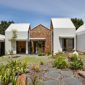 Clustered Tower House with steel and cedar facade in Melbourne