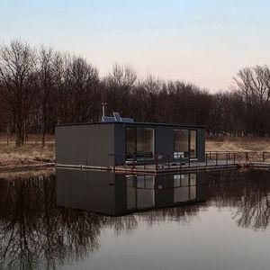 poland houseboat exterior