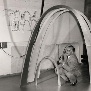 Eero Saarinen with models of the Gateway Arch.